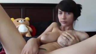 This Asian camgirl knows how to make her solo session intense