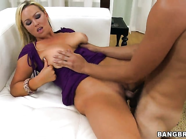 Abbey Brooks with bubbly bottom does oral